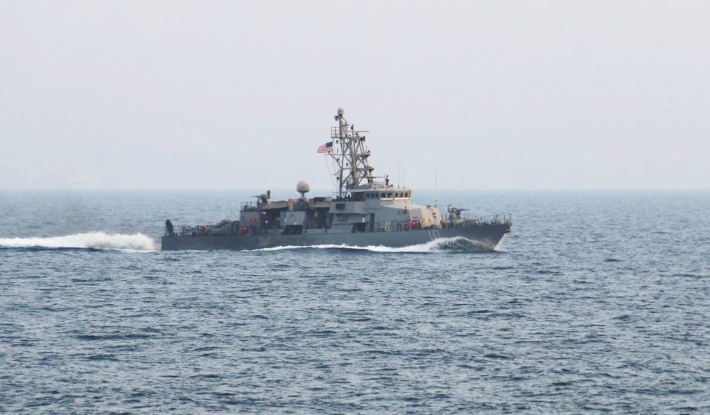 Iráni őrhajóra lőtt egy amerikai hadihajó a Perzsa-öbölben