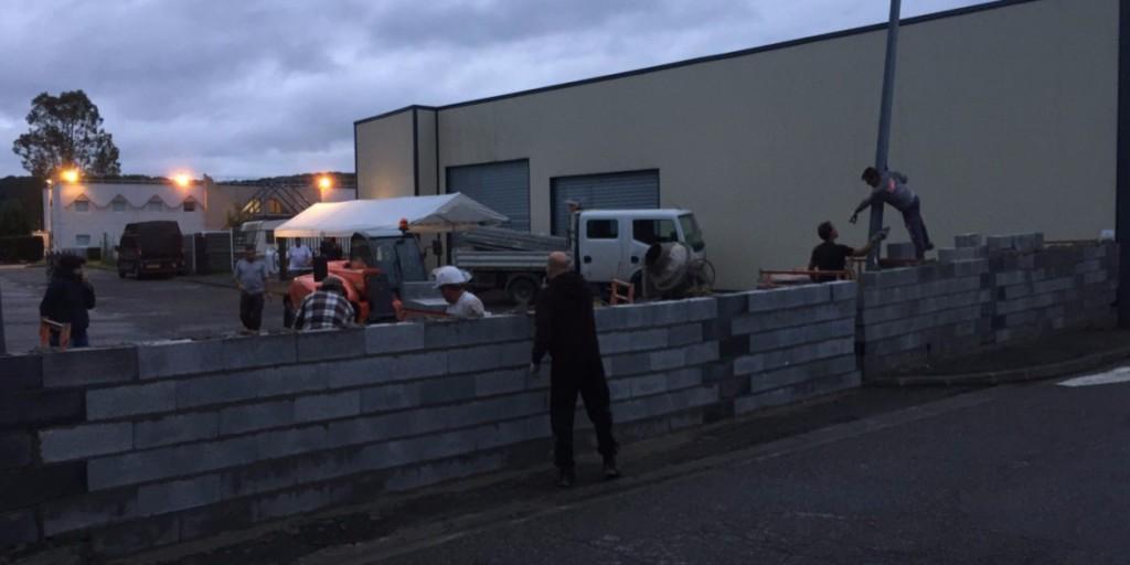 Falat emeltek a helyiek a migránsok ellen