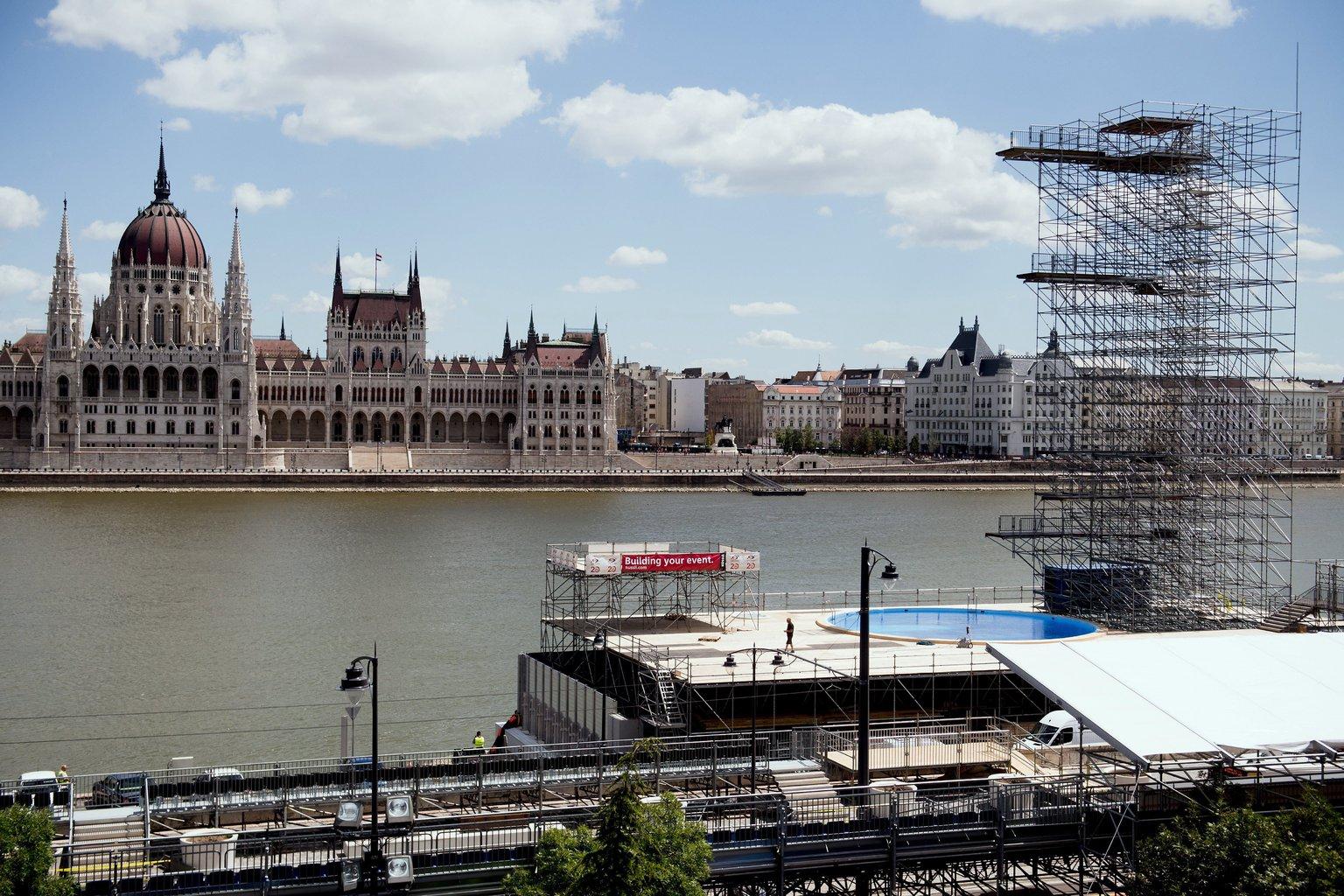 A 2017-es budapesti FINA vizes világbajnokság óriástoronyugrásának helyszíne a fővárosi Batthyány térnél, a Sztehlo Gábor rakparton 2017. július 13-án. MTI Fotó: Koszticsák Szilárd