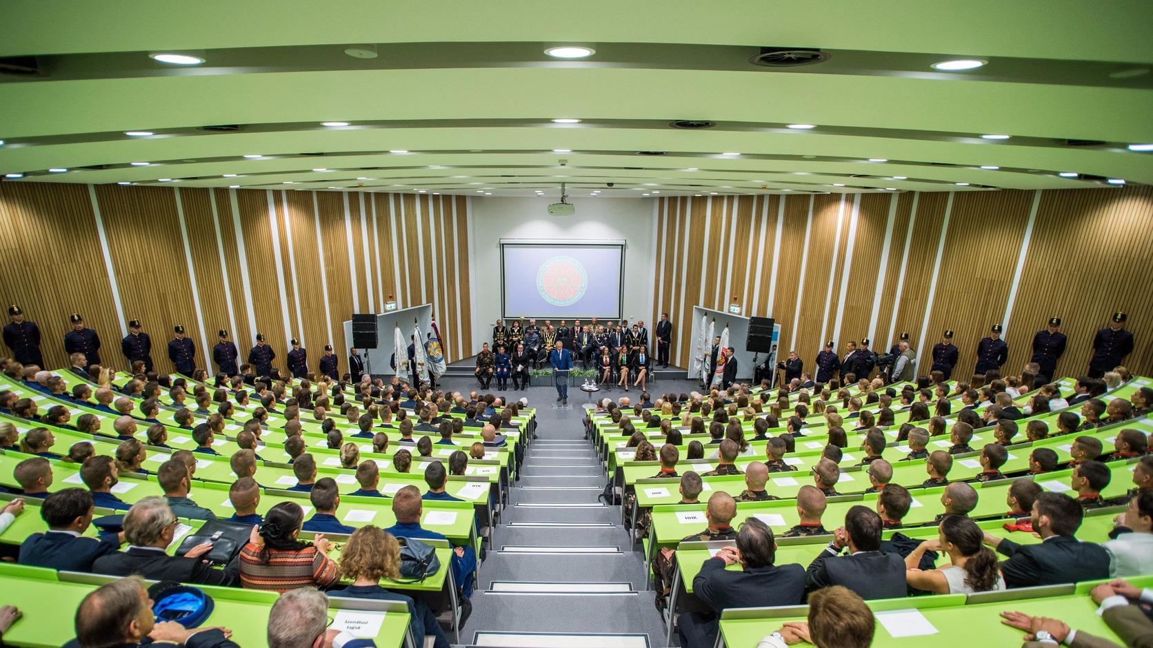 Budapest, 2017. szeptember 6. Trócsányi László igazságügyi miniszter beszédet mond a Nemzeti Közszolgálati Egyetem tanévnyitó ünnepségén az egyetem új oktatási épületében 2017. szeptember 6-án. MTI Fotó: Balogh Zoltán