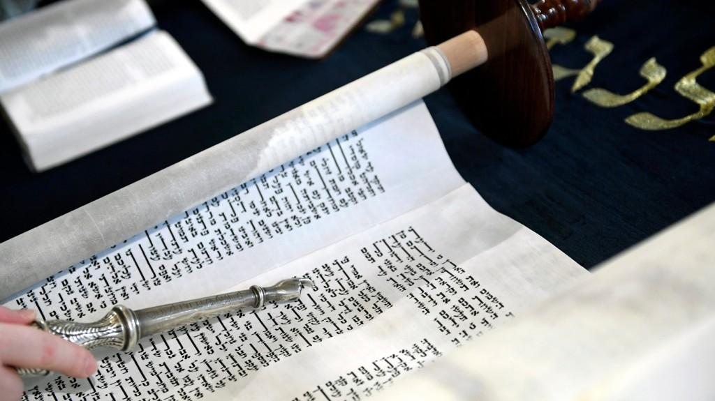 Mézzel és bűnbánattal köszönti az újévet a zsidóság