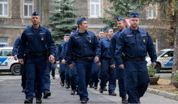 Hazatért a két magyar rendőr kontigens