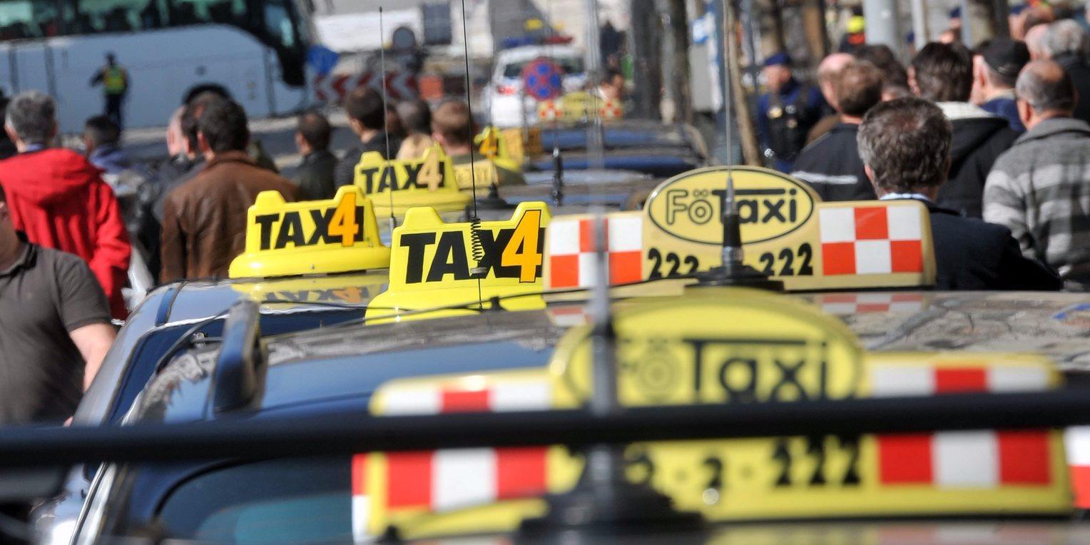 Mennyibe kerül majd az ünnepek alatt a taxi és a sofőrszolgálat?