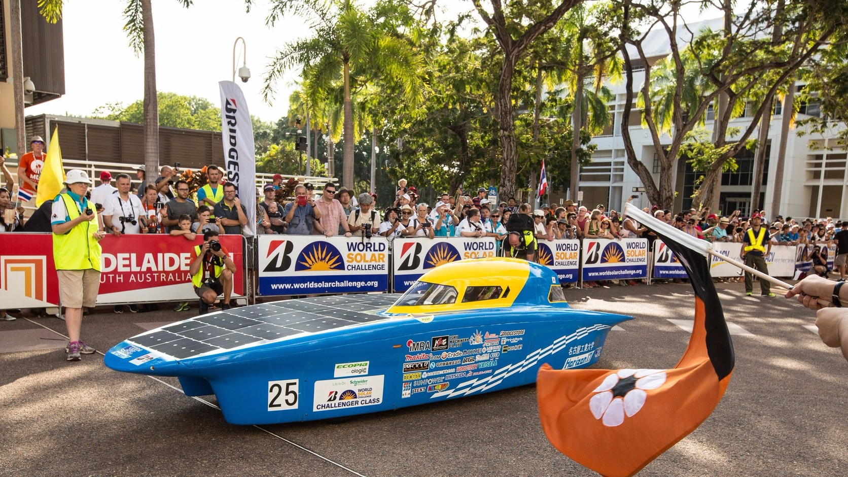 epa06251617 The Nitech Solar Racing Team from Japan with their Horizon 17 car as the World Solar Challenge begins at Parliament House in Darwin, Northern Territory, Australia, 08 October 2017. The solar-powered vehicles race will travel 3,000km to the finish in Adelaide, South Australia on 15 October.  EPA/GLENN CAMPBELL  AUSTRALIA AND NEW ZEALAND OUT