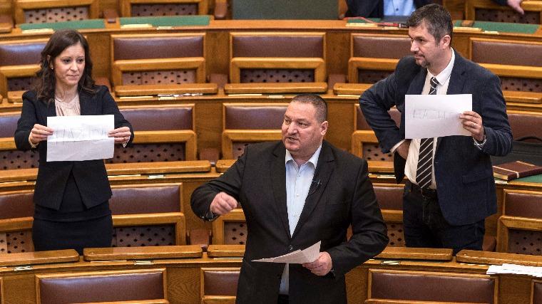 Elszabadultak az ellenzéki indulatok a parlamentben