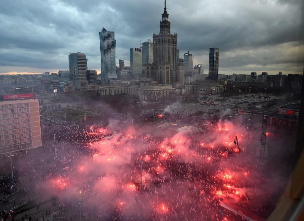 Hatalmas tömegek ünnepelték Lengyelországban a függetlenség napját