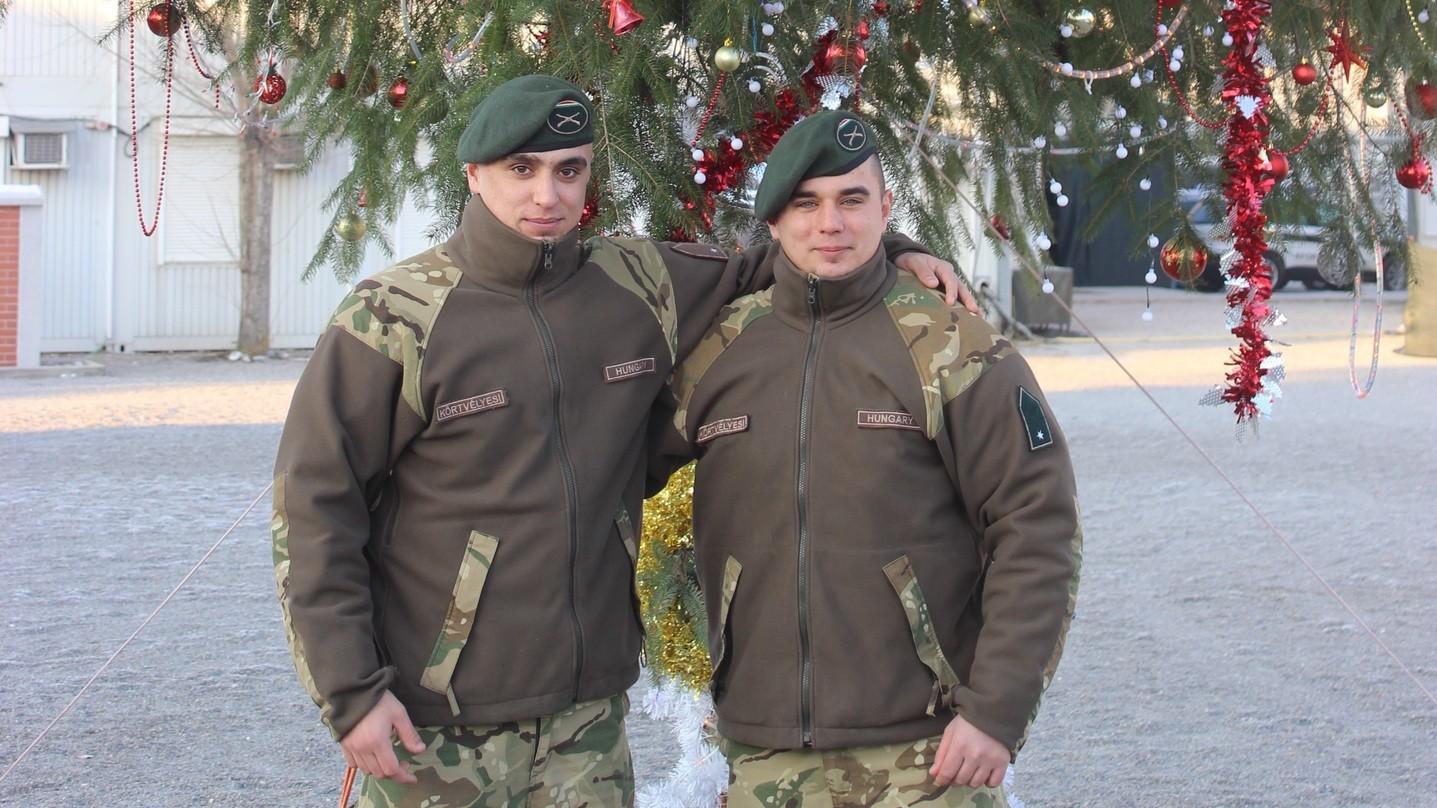 Körtvélyesi Gábor (jobbra) és testvére – Forrás: HM Sajtóosztály