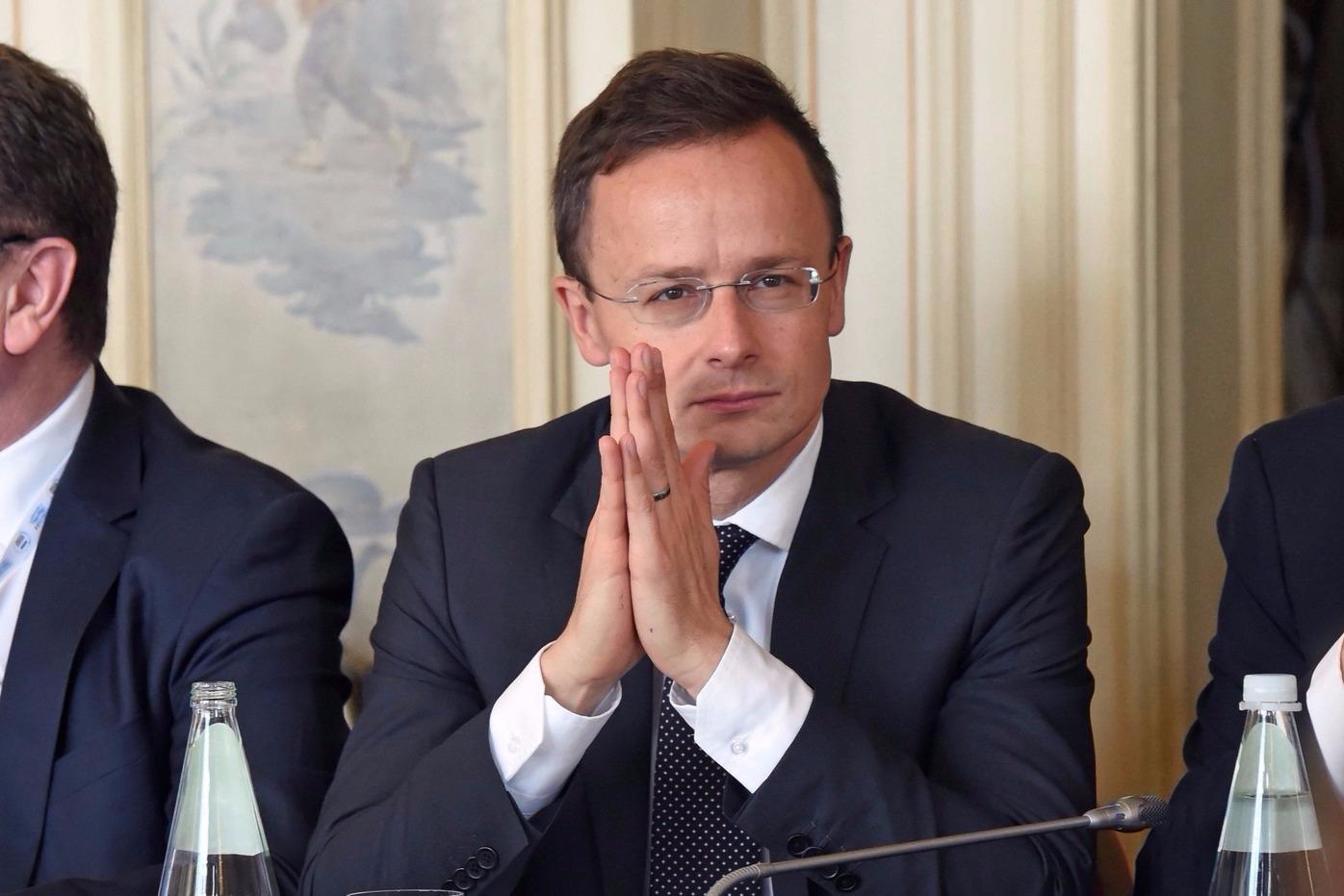 Szijjártó: A kormány nem harmadik szereplőkhöz igazítja a külpolitikáját