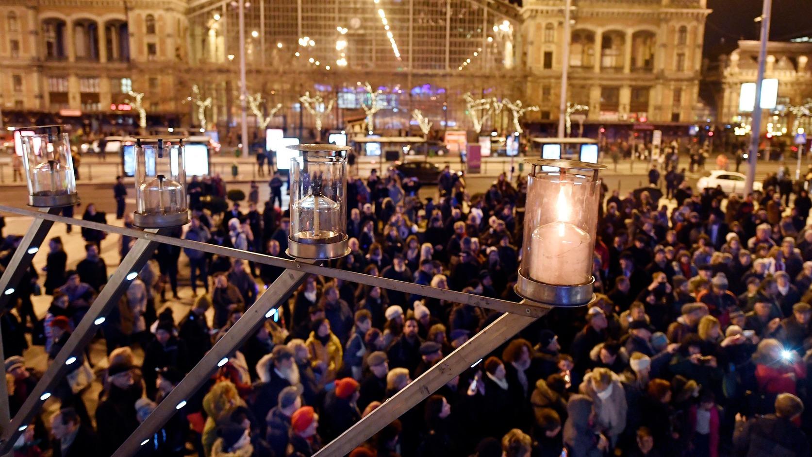 Jubileumi hanukai-gyertyagyújtás a Nyugati téren