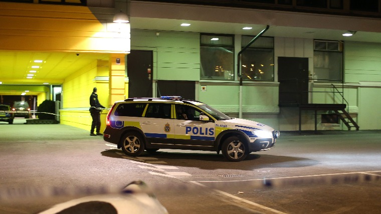 Gyújtópalackkal dobáltak meg egy zsinagógát álarcosok Svédországban