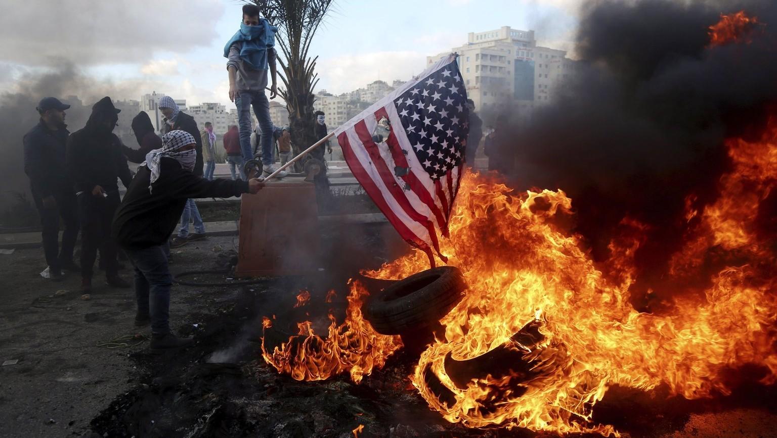 Közel-Kelet: tömegek tüntettek Trump döntése ellen