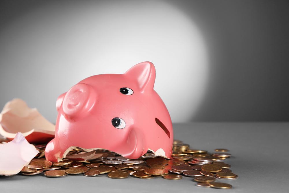 Stockphoto - persely - malac - pénz - összetört persely