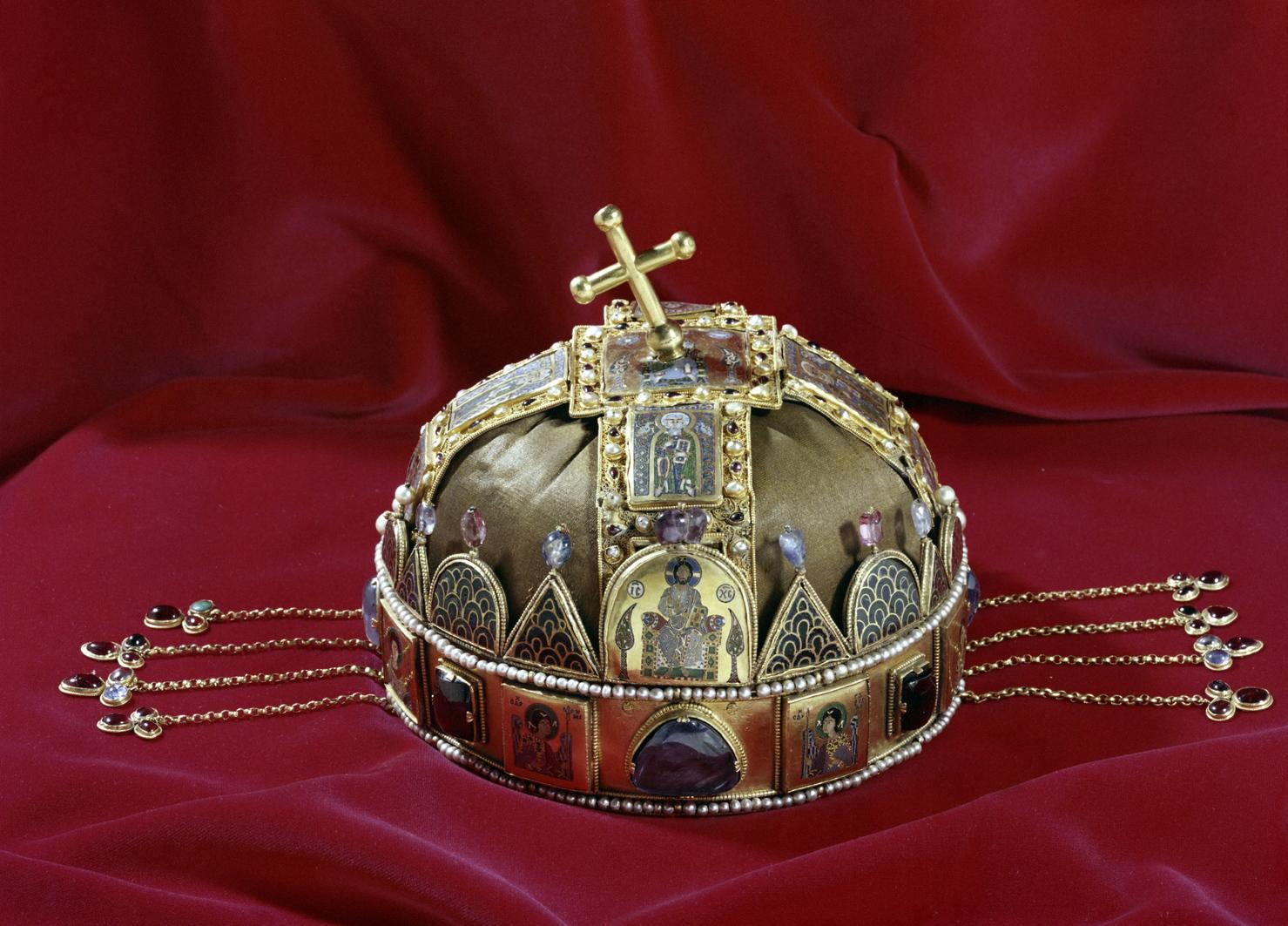 A Szent Korona (MTI-fotó: Ráfael Csaba)