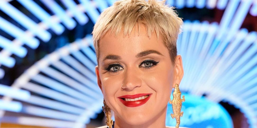 Katy Perry plasztikáztatott, az eredmény pedig hibátlan