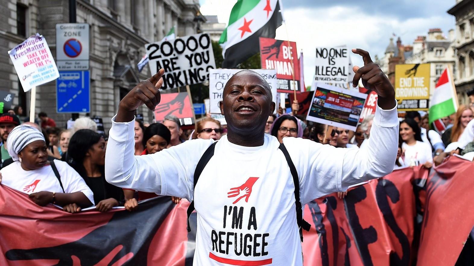 Bevándorlópárti tüntetők mennek a Londonban rendezett szolidaritási felvonulásukon 2015. szeptember 12-én –  képünk illusztráció (Fotó: MTI/EPA/Andy Rain)