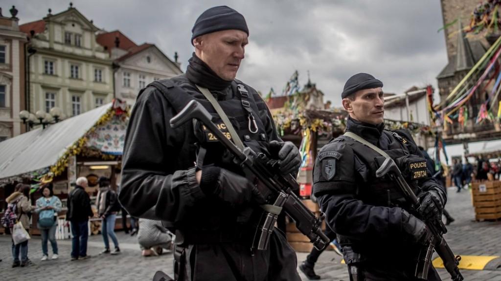 Terrorizmussal vádolnak három cseh állampolgárt