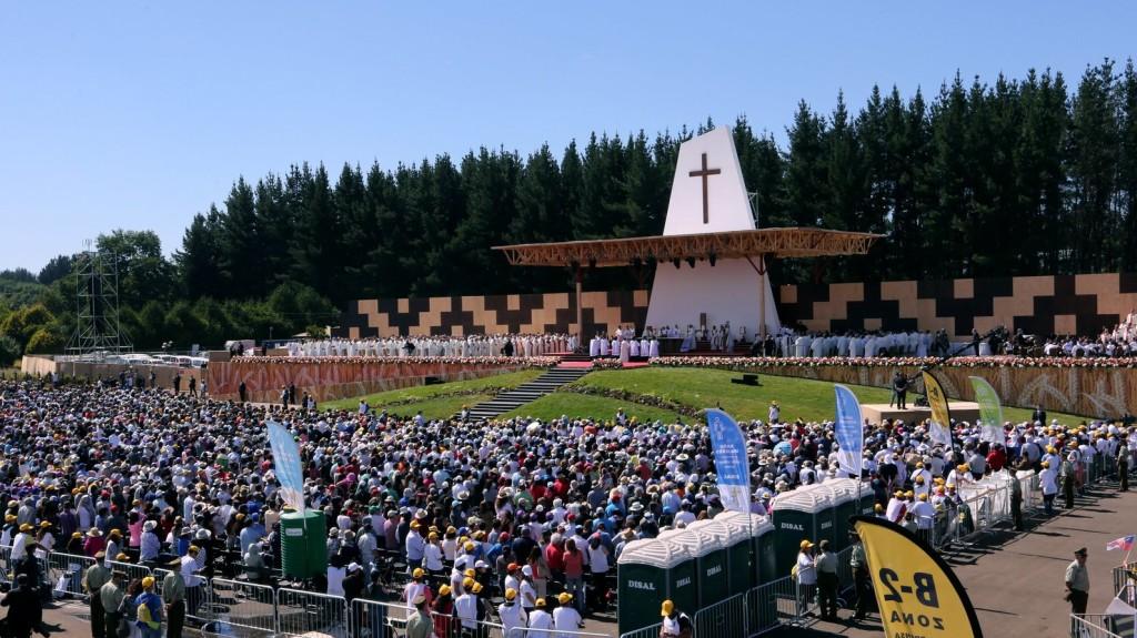 Pinochet áldozataiért szólt a pápai mise Chilében