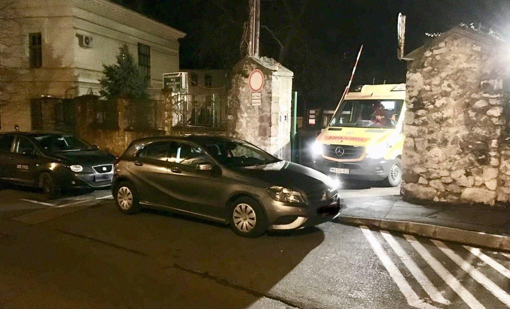 Fél órát vesztegelt a mentő egy szabálytalan autós miatt