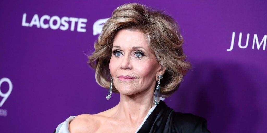 Jane Fonda kötéssel az arcán jelentette be, hogy rákja van