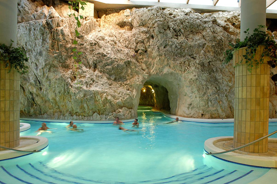 Bakancsos túrán vehetünk részt a miskolctapolcai barlangfürdőben