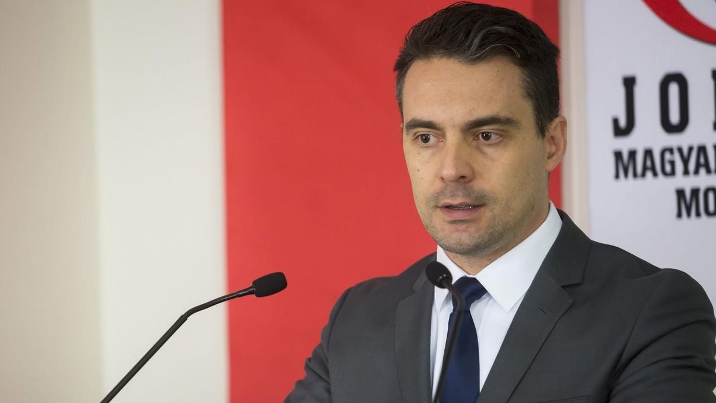 Vona Gábor, a Jobbik elnöke sajtótájékoztatót tart az Országgyűlés Irodaházában 2017. február 18-án. A Jobbik nyolc évben maximálná, hogy valaki miniszterelnök lehessen Magyarországon - mondta a pártelnök (MTI-fotó: Mohai Balázs)