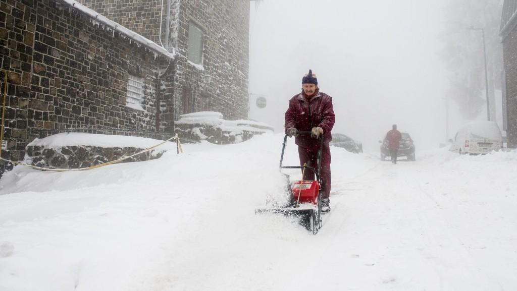 Egyelőre nem okoz komoly gondokat a havazás