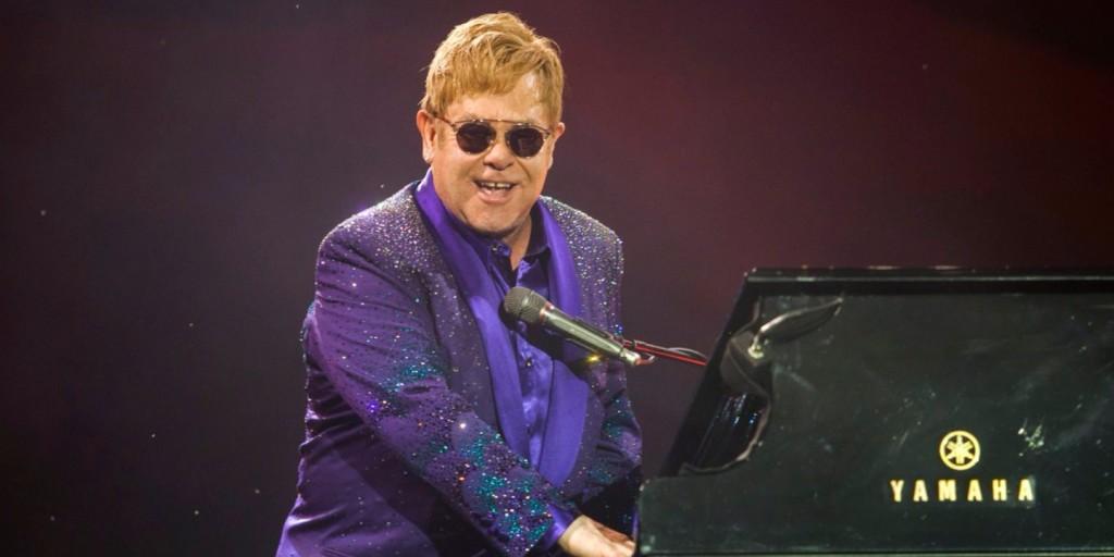 Felháborító dolog történt Elton Johnnal a saját koncertjén