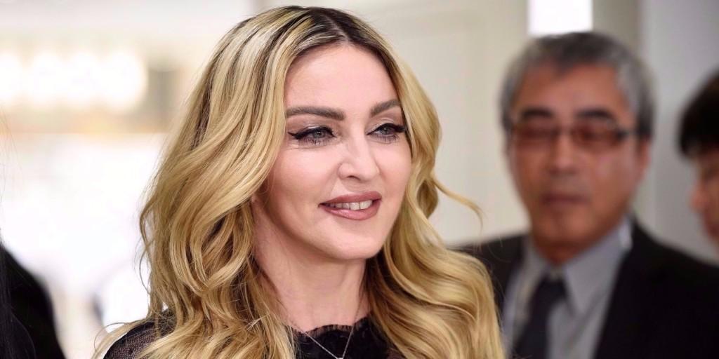 Madonna és gyermekei összeálltak egy nagy közös fotóra