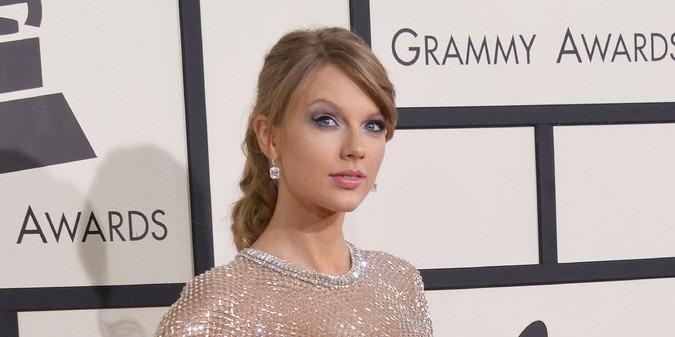 Taylor Swift váratlan meglepetéssel aranyozta be egy ifjú pár nagy napját