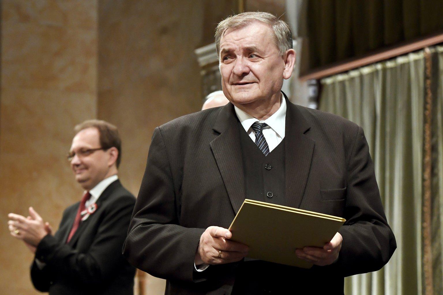 A József Attila-díjjal kitüntetett Lezsák Sándor költő, drámaíró, kultúraszervező, a Magyar Országgyűlés alelnöke (MTI-fotó: Koszticsák Szilárd)