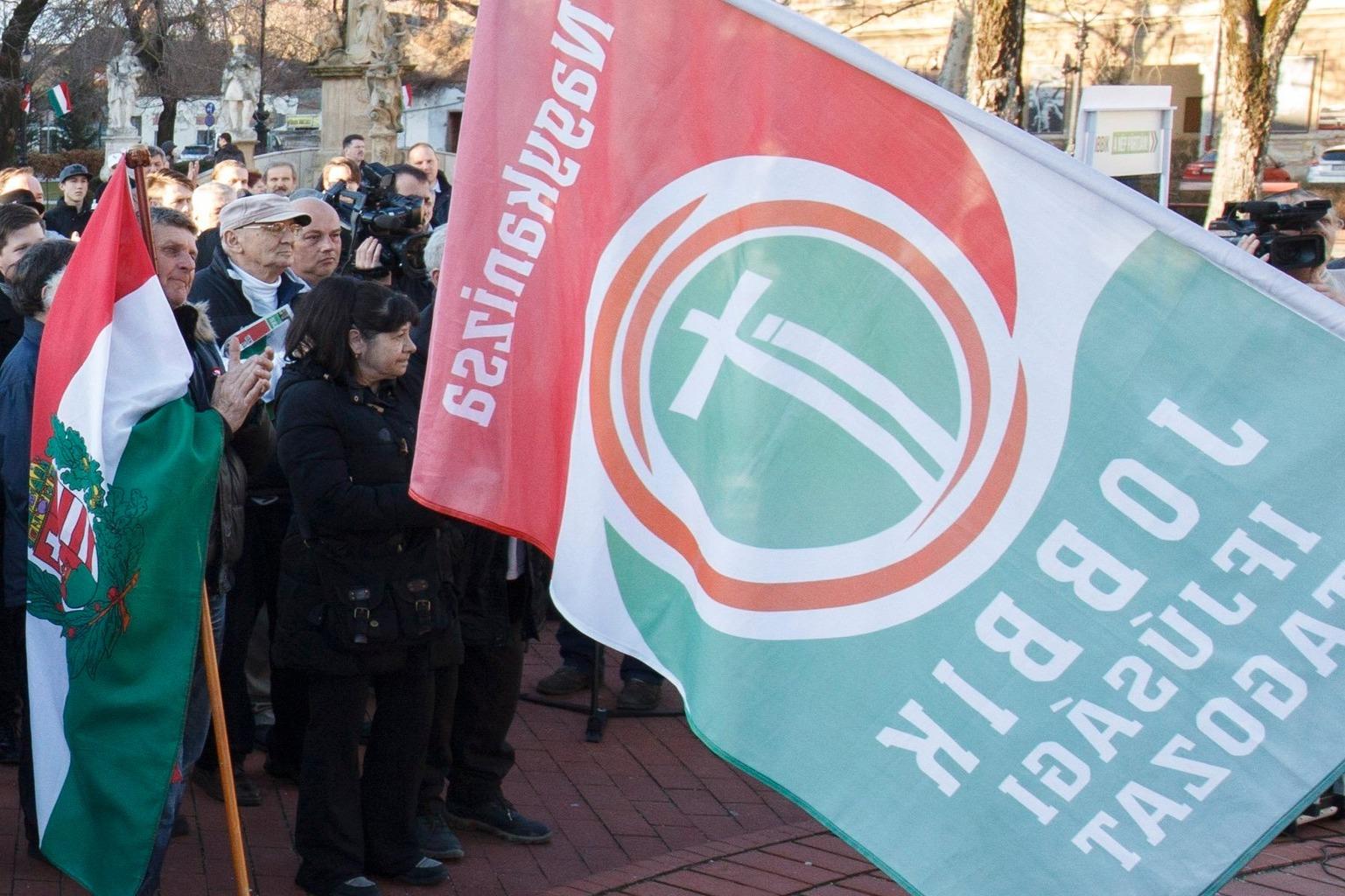 Nagykanizsa, 2018. március 16. Érdeklődők a Jobbik nagykanizsai utcafórumán 2018. március 16-án. MTI Fotó: Varga György