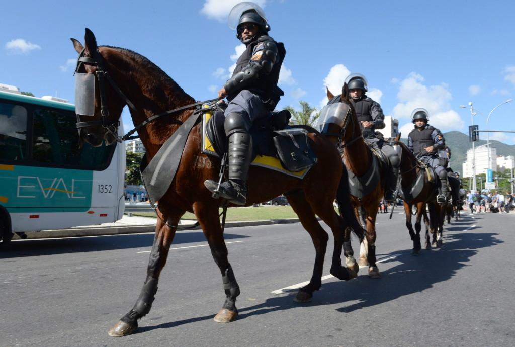Tüntetők közé hajtott egy autós Brazíliában