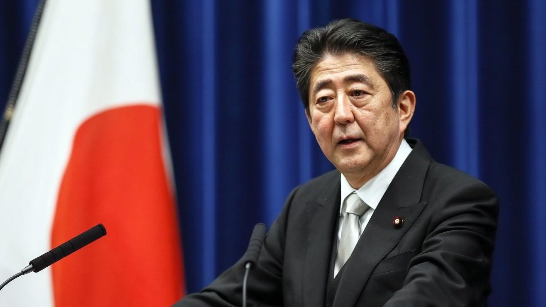 Abe Sindzó japán miniszterelnök sajtótájékoztatót tart az újraválasztását követően a tokiói kormányfői rezidencián 2017. november 1-jén. Abe pártja, a Liberális Demokrata Párt nyerte az október 22-i képviselőházi választásokat. (MTI/EPA/Majama Kimimasza)
