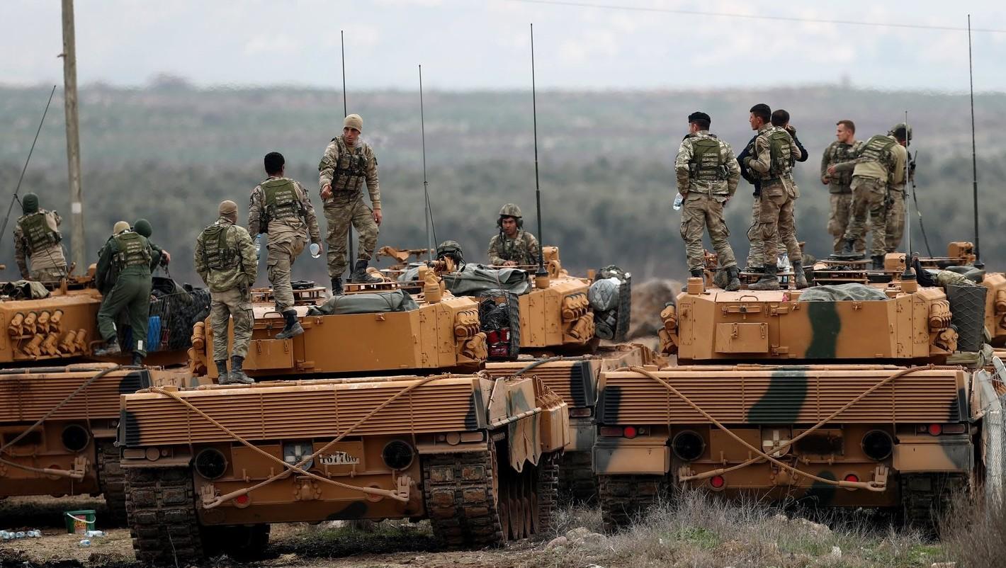 Török tüzérek bevetésre készülnek –  képünk illusztráció (Fotó: MTI/EPA/SedatSuna)
