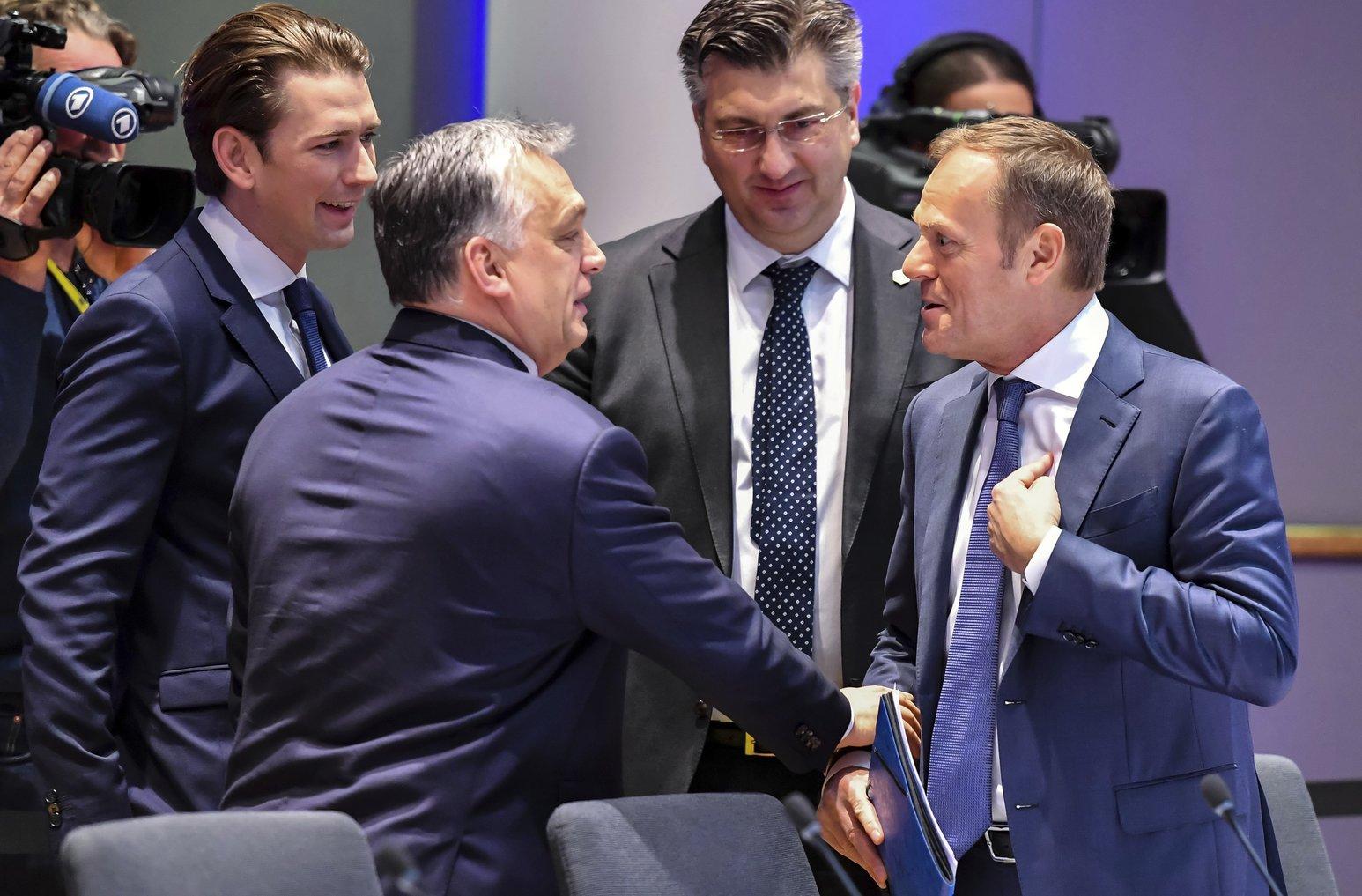 Sebastian Kurz osztrák kancellár, Orbán Viktor miniszterelnök, Andrej Plenkovic horvát kormányfő és Donald Tusk, az Európai Tanács elnöke (b-j) az Európai Unió tagállamai kétnapos állam- és kormányfői csúcstalálkozójának második napi ülésén Brüsszelben 2018. március 23-án. (MTI/AP pool/Geert Vanden Wijngaert)