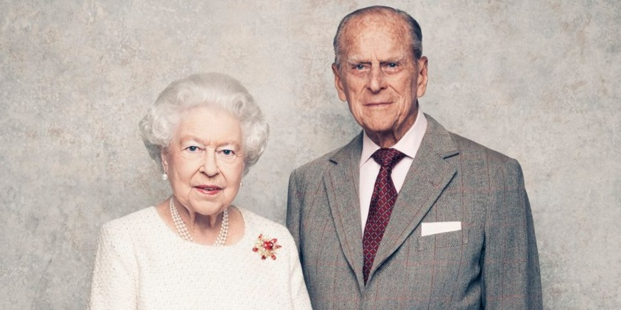 Autóval ütközött, majd felborult Erzsébet királynő férjének autója