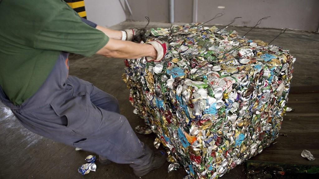 Az évi egymilliárd alumínium italdoboznak több mint felét dobjuk nem megfelelő hulladéktárolóba