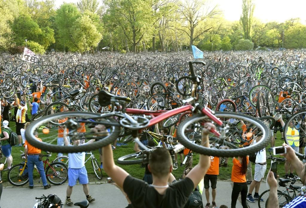 Kerékpáros felvonulást rendeztek a fővárosban a Föld napján