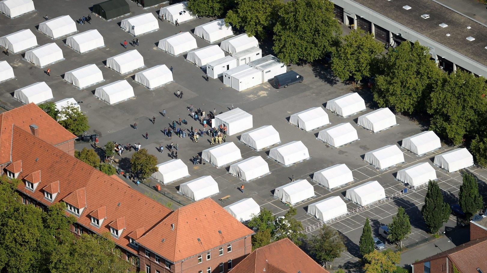 Migránsok befogadására kialakított sátortábor Berlinben (Fotó: MTI/EPA/Ralf Hirschberger)