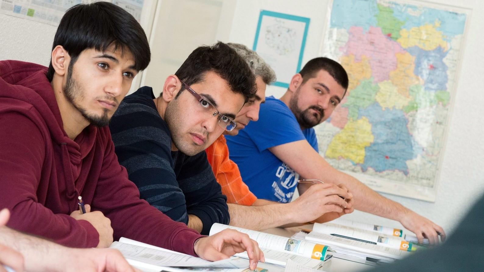Németországban menedékjogot kapott szíriaiak német nyelvtanfolyamon vesznek részt egy hannoveri nyelviskolában – képünk illusztráció (Fotó: MTI/EPA/Julian Stratenschulte)