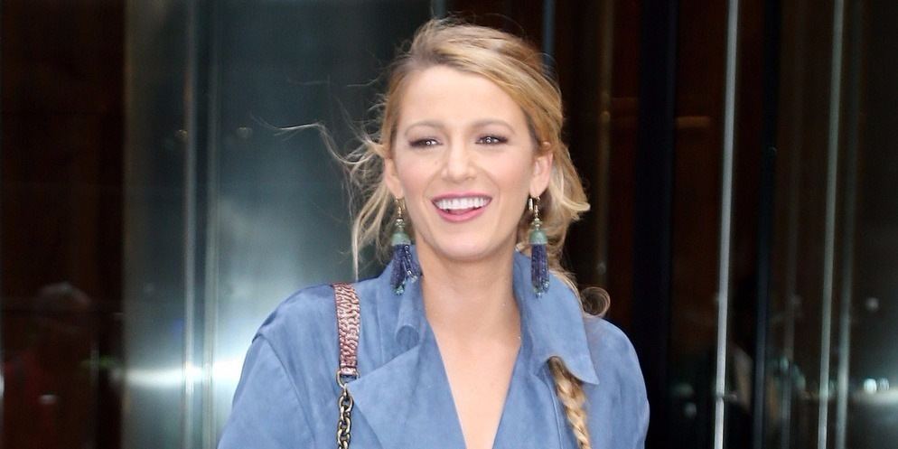 Blake Lively áttetsző Dior ruhában nyitotta a párizsi divathetet