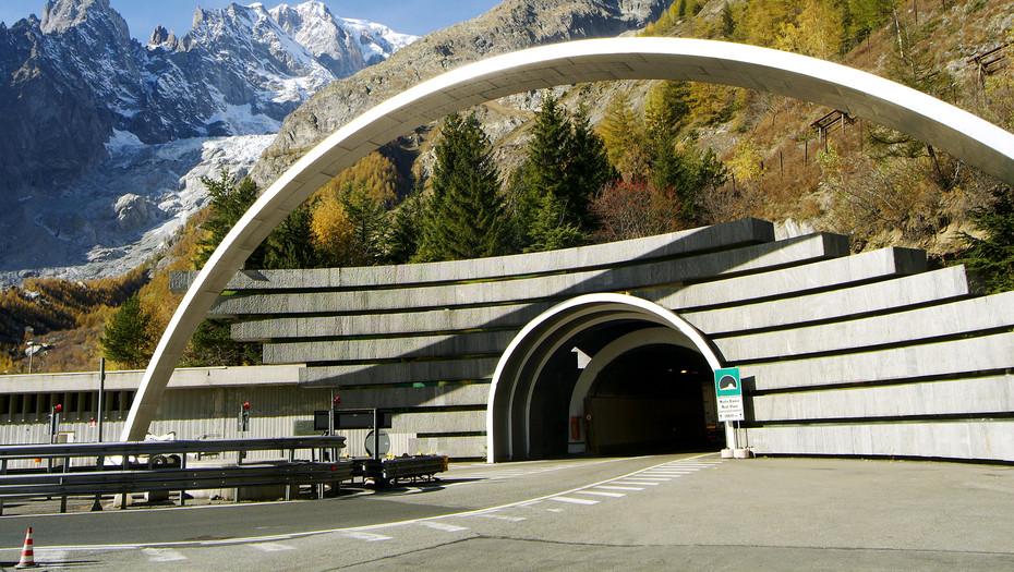 Átadták a világ legmagasabban fekvő autópálya-alagútját