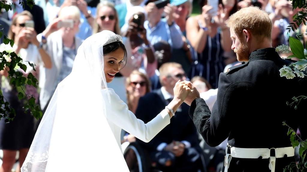 Az udvar köszönetet mondott a hercegi pár üdvözlésére megjelent tízezreknek