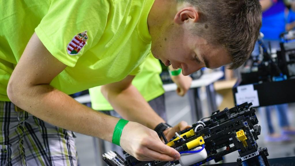 Győrben rendezik a World Robot Olympiad világdöntőjét