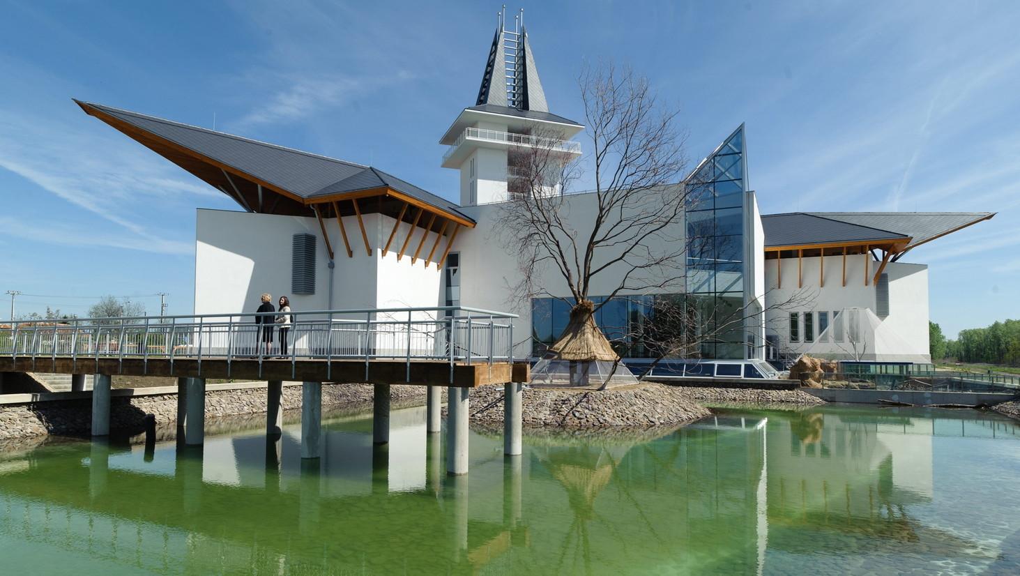 A Tisza-tavi Ökocentrum épülete Poroszlón (MTI-fotó: Komka Péter)