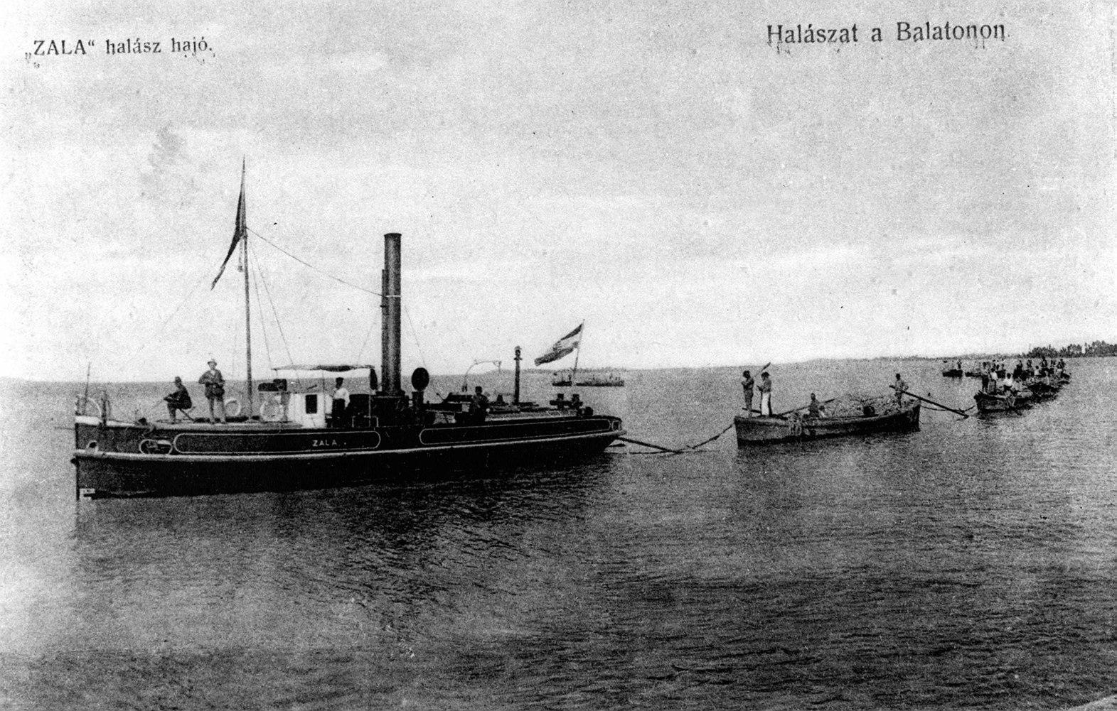 Budapest, 1987. január 18. Pesten 1846 áprilisában Széchenyi István elnökletével megalakult a Balaton Gőzhajózási Társaság, melynek alapszabály-tervezetét Kossuth írta. Az első balatoni gőzhajót szeptember 21-én - Széchenyi 55. születésnapján -  bocsátották vízre. A képen: a Zala halászhajó 1907-ben. MTI Fotó