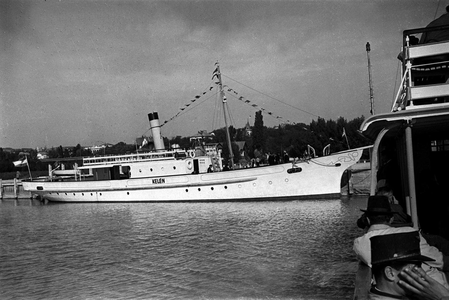 1946. szeptember Száz éves a balatoni hajózás. A képen: a Kelén nevű gőzös. MTI Fotó