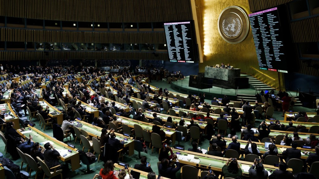 Ki kell lépni az ENSZ-paktumból Bakondi szerint