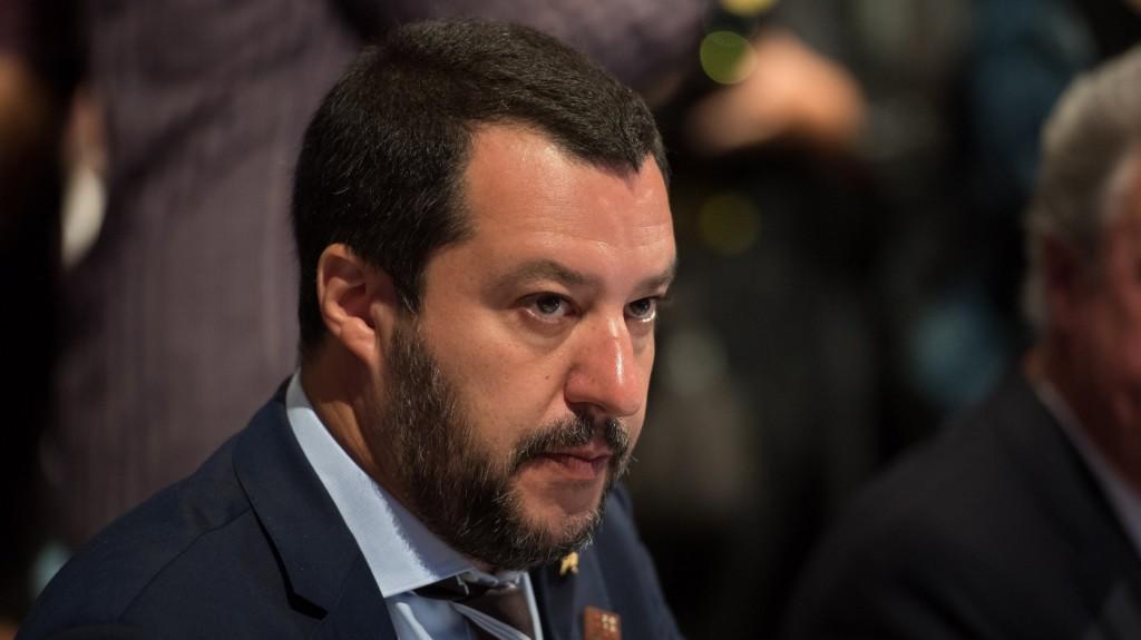 Salvini megakadályozná, hogy a migránsok útnak induljanak