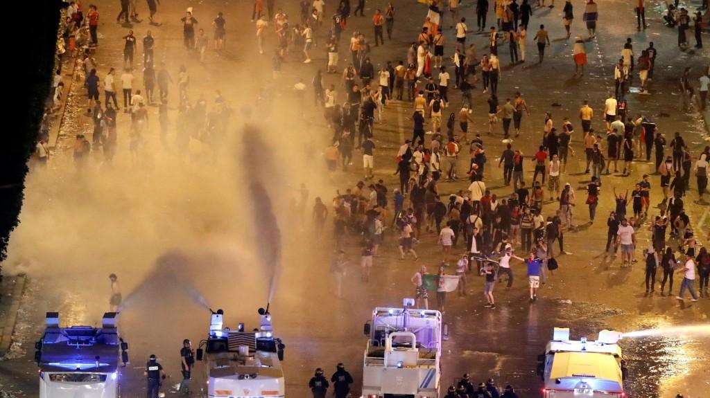 Nem volt erőszakmentes a francia győzelmi ünnep